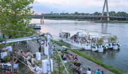 Dzika zabawa nad rzeką