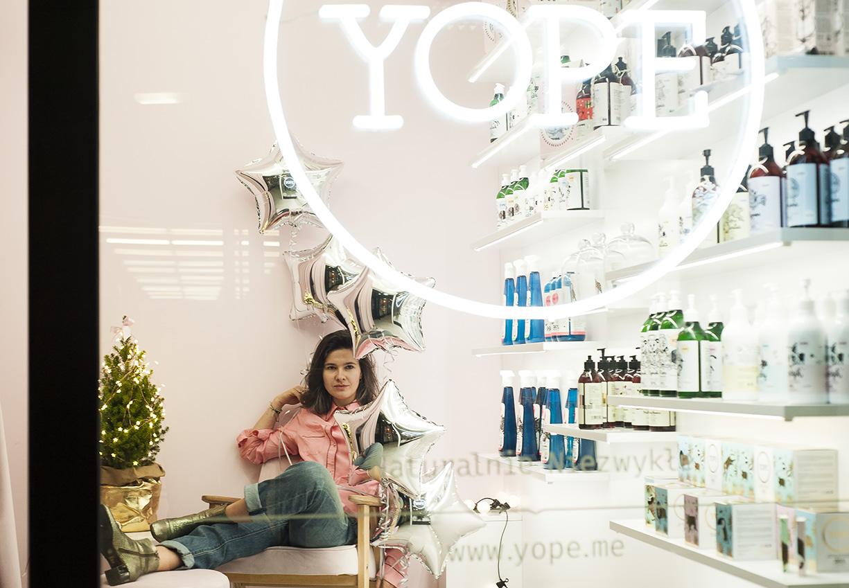 Karolina Kuklińska-Kosowicz w sklepie firmowym YOPE w Hali Gwardii