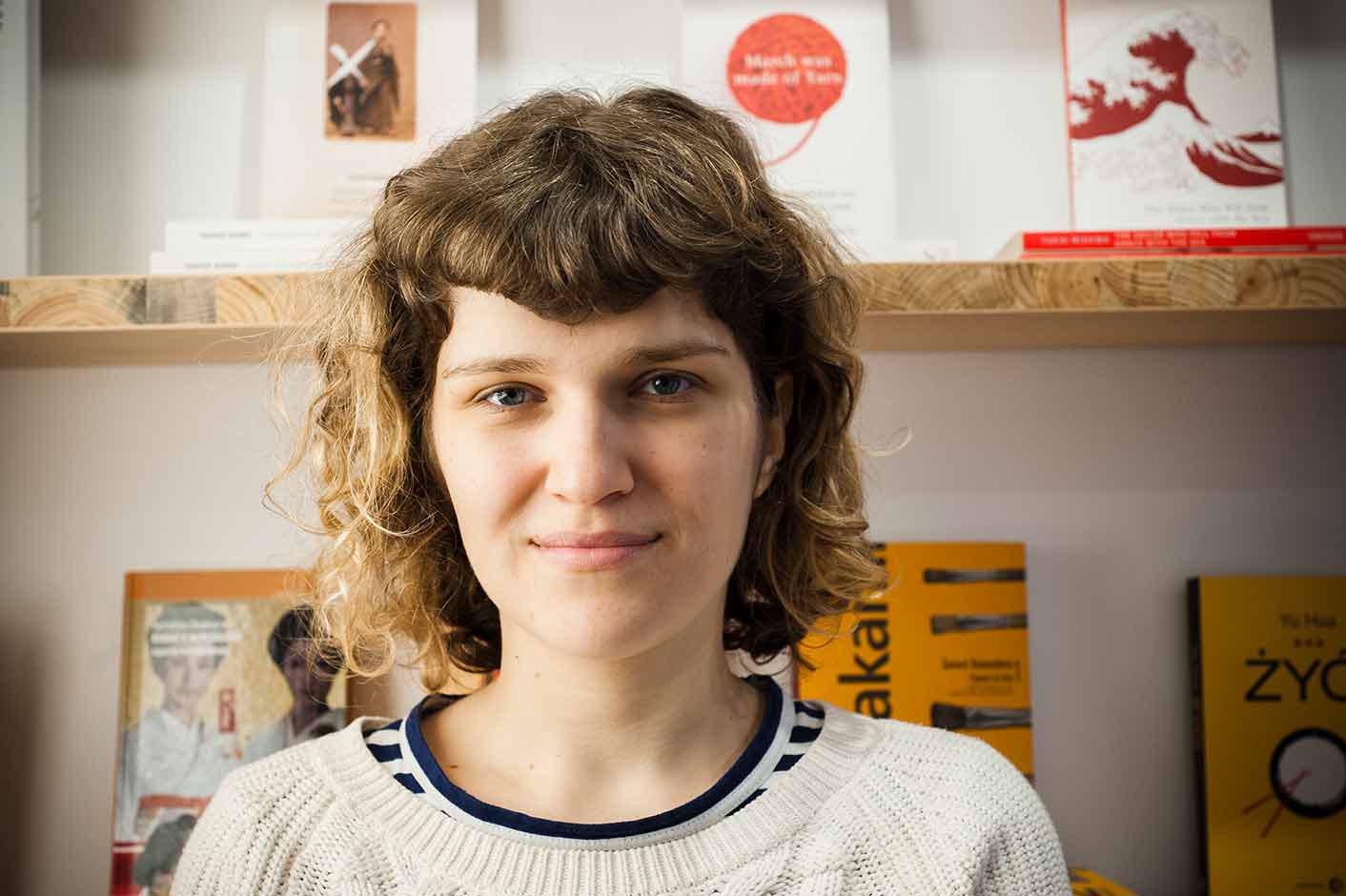 Karolina Bednarz w księgarni Tajfuny