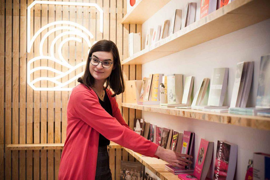 Anna Wołcyrz w księgarni Tajfuny