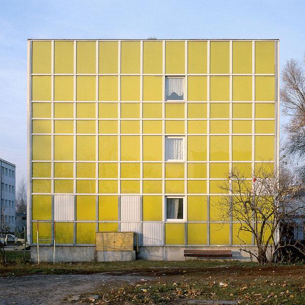 Nicolas Grospierre, Żółty blok, Warszawa, Polska, 2005