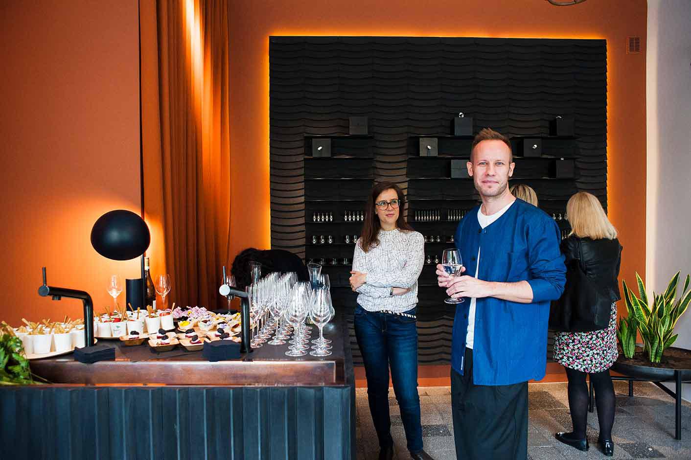 Sebastian Kubiak podczas otwarcia sklepu