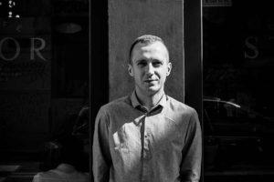 Krzysiek Rzyman - gospodarz kawiarni STOR